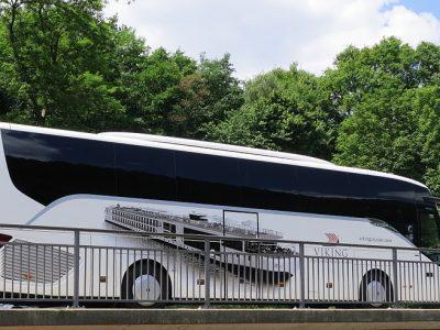 Beneficiile inchirierii unui autocar